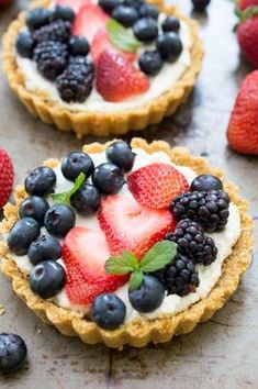No Bake Mascarpone Fruit Tarts made with a homemade graham cracker crust and layered with fresh berries. A super colorful and easy make ahead dessert! Tart Recipes, Fruit Recipes, Baking Recipes, Dessert Recipes, Mini Desserts, Delicious Desserts, Yummy Food, Homemade Graham Cracker Crust, Berry Tart
