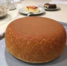 Many of you were requesting this rice cooker cheese cake recipe – so there you go! I tweaked it from a recipe from my coworker who got it from someone else who read it on a Japanese cooking s… Rice Cooker Cheesecake, Rice Cooker Cake, Aroma Rice Cooker, Rice Cooker Recipes, Cheesecake Recipes, Dessert Recipes, Cooking Recipes, Desserts, Lidl