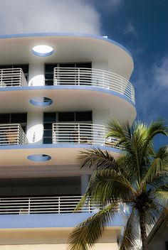 Trendy art deco architecture paris home ideas Miami Art Deco, Casa Art Deco, Art Deco Logo, Art Deco Bar, Art Deco Design, Couch Furniture, Art Deco Furniture, Apartment Furniture, Furniture Ideas