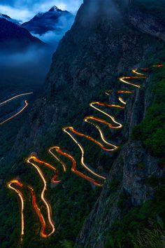 Car light trails at night, winding curved mountain road, Dades, Gorge, Morocco Beautiful Roads, Beautiful Streets, Beautiful Landscapes, Beautiful World, Beautiful Places, Amazing Animal Pictures, Cool Pictures, Bike Photography, Nature Photography