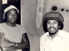 Milton Nascimento e Robertinho reunidos nos estúdios da Odeon. Rio de Janeiro, RJ – anos 70. Foto: Paulo Ricardo.