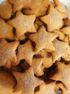 ΧΡΙΣΤΟΥΓΕΝΝΙΆΤΙΚΑ ΜΠΙΣΚΟΤΑ ❣ ΕΝΑ ΈΧΩ ΝΑ ΠΩ ΓΙΑ ΑΥΤΑ ΤΑ ΜΠΙΣΚΟΤΑ...ΑΠΛΆ ΤΕΛΕΙΑ❣ ΣΑΣ ΤΟ ΥΠΌΣΧΟΜΑΙ..... ΥΛΙΚΆ ❣ 125 ΓΡ. ΒΙΤΑΜ 1 ΦΛΥΤΖΆΝΙ ΗΛΙΈ... Gingerbread Cookies, Christmas Cookies, Greek Recipes, Biscotti, Nutella, Food To Make, Sweet Tooth, Food And Drink, Cooking Recipes