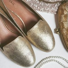 BRAND NEW Fossil glitter flats New -- tags removed. Never worn! The perfect holiday shoe! Basic wardrobe staple-- gold glitter flats with leather inside. cushioned comfy footbeds. Love!!  Bundle for best deals!! Lots of items available starting at $5! Hundreds of items available for discounted bundles! You can get lots of items for a low price and one shipping fee!  Follow on IG: @closethslmr Fossil Shoes Flats & Loafers