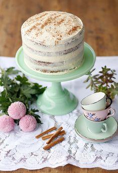 naked-cinammon-cake-with-milktart-buttercream