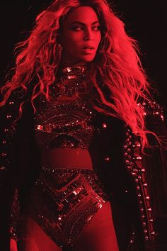 Queen Bey: Beyonce looked regal in her robes on stage. Blue Ivy Carter, Beyonce Knowles Carter, Beyonce And Jay Z, Mtv, King B, Beyonce Performance, Beyonce Coachella, Beyonce Photoshoot, Houston