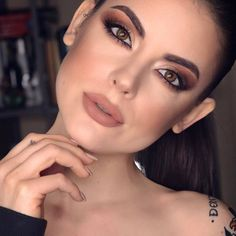 """4,950 Me gusta, 18 comentarios - NABLA Cosmetics (@nablacosmetics) en Instagram: """"Sweet Gravity liquid lip is a staple with a brown smokey eye 🌙 Such a gorgeous look by…"""""""