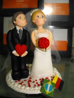 Noivinhos em biscuit do casamento de meu filho na Alemanha