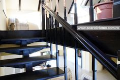 scara interioara din lemn masiv cu un vang modular mana curenta si balustrii de lemn pret mic Stairs, Design, Home Decor, Stairway, Decoration Home, Staircases, Room Decor, Ladders