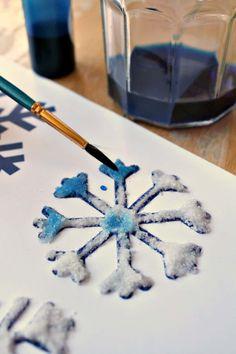 Salt, glue and watercolor painting to make snowflake art - NurtureStore Snowflakes For Kids, Painting Snowflakes, Snowflake Craft, Salt Painting, Painting For Kids, Art For Kids, Painting Art, Winter Art Projects, Craft Projects For Kids