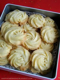 melting moments- schmelzende Momente INGREDIENTS unsalted butter, softened at room temperature icing sugar teaspoon pure - No Bake Cookies, Cookies Et Biscuits, Yummy Cookies, Rose Cookies, Baking Cookies, Shortbread Cookies, Spritz Cookies, Vanilla Cookies, Buttery Cookies