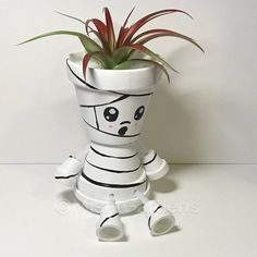 Now offering a variety of air plants with our designs. Check them out in our shop: Mummy Air Plant Holder with Air Plant Fall Crafts, Halloween Crafts, Halloween Decorations, Arts And Crafts, Halloween Ideas, Holiday Crafts, Holiday Decor, Painted Clay Pots, Painted Flower Pots