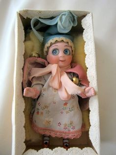 """Gorgeous Googly Doll with Glass Eyes in Sample Box Germany 4 5"""" 