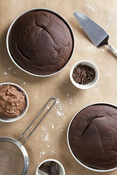 A simple 1 bowl vegan chocolate cake recipe that's healthier than store-bought, but you'd never know it! It's rich, fudgy, and extra delicious. Vegan Dessert Recipes, Diet Recipes, Cake Recipes, Cooking Recipes, Chocolate Pies, Vegan Chocolate, Healthier Desserts, Just Desserts, Vegan Baking