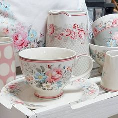 Baked With ❤️ Cocina Shabby Chic, Shabby Chic Kitchen, Vintage Tableware, Vintage Dishes, English Country Style, French Country, Shabby Chic Bedrooms, Tea Set, Tea Time