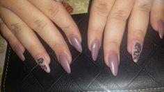 18's nails