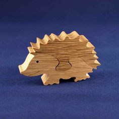 You might think that many wood workers will just carve the various items that they make just off the top of their heads. Wood Projects For Kids, Crafts For Boys, Crafts To Make, Arts And Crafts, Making Wooden Toys, Puzzles For Toddlers, Wood Animal, Wooden Jigsaw Puzzles, Scroll Saw Patterns