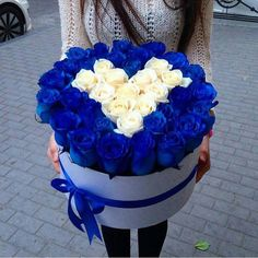 These Blue Roses. Luxury Flowers, My Flower, Pretty Flowers, Beautiful Flower Arrangements, Floral Arrangements, Box Roses, Rosa Rose, Deco Floral, Flower Boxes