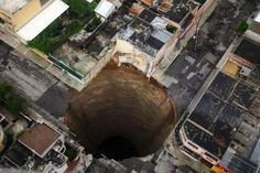 グアテマラにできた大穴