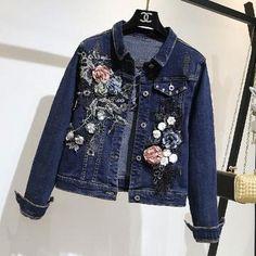 Flower embellished Denim Jacket Love this! All Jeans, Embellished Jeans, Denim And Lace, Spring Jackets, Denim Coat, Denim Outfit, Ideias Fashion, Jackets For Women, Jacket Style