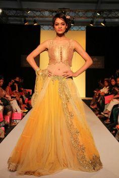 Indian Designer Anushree Reddy at Lakme Indian Fashion Week summer Lakme Fashion Week, India Fashion, Ethnic Fashion, Asian Fashion, Indian Wedding Fashion, Indian Bridal Wear, Punjabi Wedding, Desi Wedding, Wedding Ideas