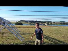 How to overcome the Tyrolean Traverse obstacle. Tips, guidelines and video a tutorial to approach this obstacle in the most effective way.