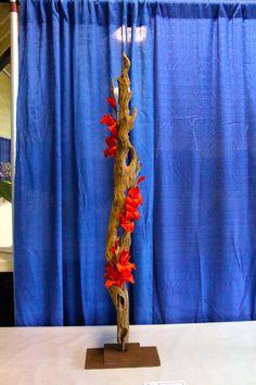 """""""Social Climber"""" a Vertical design. Fire Flower, Flower Show, Flower Art, Ikebana Arrangements, Floral Arrangements, Modern Floral Design, Japanese Flowers, Red Design, Arte Floral"""