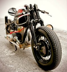 Inazuma café racer: The awesome BMW R90S built by Sébastien Beaupère on a R50 frame.