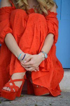 Happy Girl in Ibiza - by Melina Alt