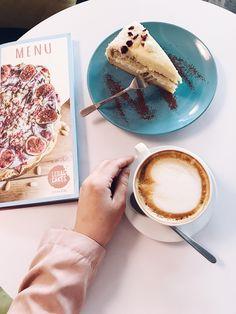 Voihan gluteeniton ja sokeriton kakku sentään! Todella hyvää, mutta silti asteen terveellisempi vaihtoehtoa kahvin kanssa.  http://www.monasdailystyle.com/2017/04/01/kahvilasuositus-krakovassa-legal-cakes-krakow/