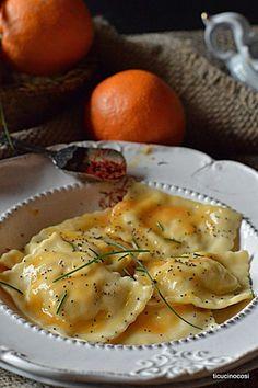 ...ti cucino così...: RAVIOLI SALMONE E ARANCIA Italian Pasta Recipes, Italian Dishes, Catering Food Displays, Fruit Displays, Pasta Bar, Homemade Pasta, Slow Food, Fresh Pasta, Risotto