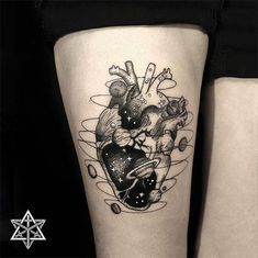 Tatuagem blackwork e o cosmos por Nik Square Cute Tattoos On Wrist, Pretty Tattoos, Mini Tattoos, Forearm Tattoos, Unique Tattoos, Body Art Tattoos, Tattoos Motive, Tatoos, Tattoo Life