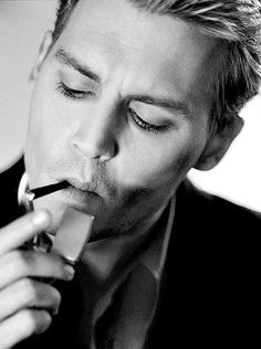 Johnny Depp....BloNde!!! im not sure but....... i ,i, i... think i likey.