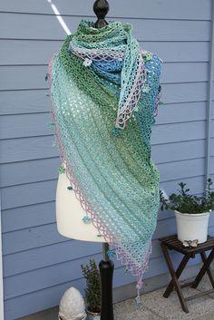 Ravelry: Jardin de Monet, free crochet pattern by Silvia Bangert, variegated yarn, #haken, gratis patroon (Engels, Duits), omslagdoek, verloopgaren, unikat, #haakpatroon