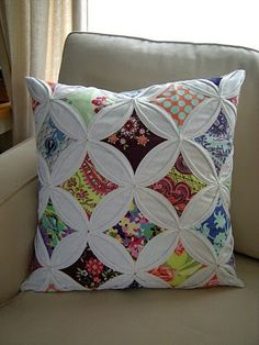 Visit Hyena In Petticoats She has a free tutorial and will teach you how to hand stitch a Cathedral Window Quilt http:& Cathedral Window Quilts, Cathedral Windows, Quilting Projects, Quilting Designs, Sewing Projects, Colchas Quilt, Quilt Blocks, Charm Pack Quilts, Quilted Pillow