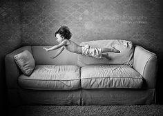 Minha infância... O impacto do corpo no sofá, me lembra muitas coisas.