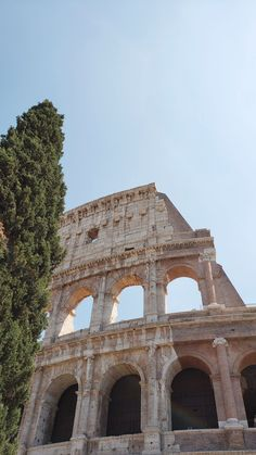 How to Spend 1 Day in Rome - Blonde Hair Blue Skies In 1 day in Rome you can get a taste of Italy's capital city and see the Colosseum, Roman Forum and Palatine Hill, Trevi Fountain, and the Vatican museums. Travel Around The World, Around The Worlds, Trevi Fountain, Beige Aesthetic, Beautiful Places To Travel, Travel Aesthetic, Aesthetic Pictures, Cute Wallpapers, Architecture Art