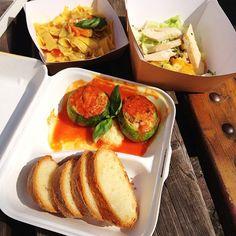 Arriva la primavera, che ne dite di un #portavia ? #zucchine ripiene, #pappardelle #verdure e #guanciale, #insalata di #pollo #ananas e #asparagi #takeaway #hallbar #milano #chefluigi  #instafood