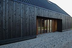 Image 22 of 28 from gallery of Blackbird / Onix Architects. Photograph by Maarten Laupman House Cladding, Timber Cladding, Black Cladding, Exterior Cladding, Renovation Design, Black House Exterior, Wooden Facade, Timber Architecture, Charred Wood