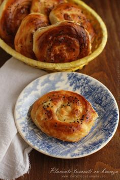 Turkish specialty with salty cheese Savory Pastry, Savoury Baking, Cookie Recipes, Dessert Recipes, Desserts, Romanian Food, Pastry And Bakery, Turkish Recipes, Cheese Recipes
