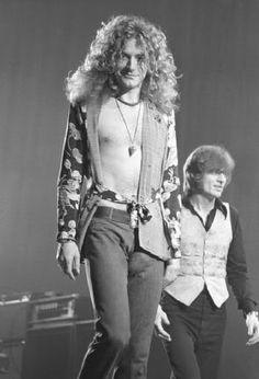 Robert Plant and John Paul Jones of Led Zeppelin                                                                                                                                                                                 Mais