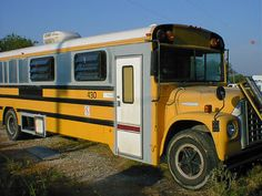 Detailed explaination of the breakdown and rebuild of a school bus into a schoolie rv. Lots of photos and specs, used for weekends and trips, not fulltime, great ideas and very helpful.