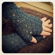Valmiit kämmekkäät Mitten Gloves, Mittens, Crochet Accessories, Craft Fairs, So Little Time, Fingerless Gloves, Arm Warmers, Knit Crochet, Diy Crafts
