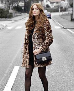 Beautiful @ugot2befashion wearing our black crossbody bag 😍Get on at cameliaroma.com #cameliaroma