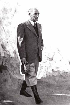 ATATURK degil..! Turkiye Cumhuriyeti'nin Kurucusu, Anafartalar Komutanı, Gazi Maresal Basbug Mustafa Kemal Ataturk diyeceksiniz..! Sevgide ozgur, saygıda MECBURSUNUZ...!! Empire Ottoman, Turkish Army, The Legend Of Heroes, The Turk, Mc Laren, Great Leaders, Historical Pictures, The Republic, Ford Gt