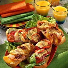 Baked baguette bun recipe DELICIOUS - Our popular recipe for scalloped baguette rolls and over other free recipes LECKER. Pizza Snacks, Lunch Snacks, Clean Eating Snacks, Soup Appetizers, Vegan Appetizers, Appetizer Recipes, Dinner Sandwiches, Bun Recipe, Prosciutto