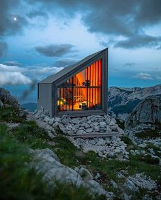 A cabin in the clouds you will have to hike to get to it but it's worth it! Cabana, Destinations, Voyager Loin, Cabin In The Woods, Tiny House Movement, Wood Plans, Cozy Cabin, Cabin Plans, Modular Homes