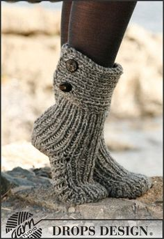 Moon Socks by DROPS Design Free knitting pattern for Cozy Slipper Boots Crochet Slipper Boots, Knitted Slippers, Crochet Slippers, Knit Or Crochet, Free Crochet, Chunky Knitting Patterns, Knitting Socks, Free Knitting, Crochet Patterns