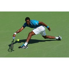 Gael Monfils stretches out to make it to the Quarterfinals