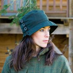 This gorgeous ladies waxed hat will keep you dry in the heaviest of downpours. Plus it will keep you warm with its fleece lining. It comes in olive green and black. Perfect for country pursuits and embracing the elements Waterproof Hat, Rain Hat, Green Hats, Hat Making, Look Chic, Hat Sizes, Hats For Women, Stylish, Warm