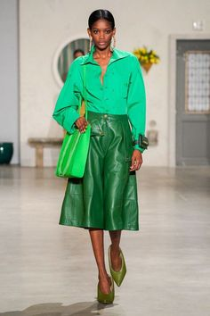 Jacquemus Fall 2019 Ready-to-Wear Fashion Show - Vogue Live Fashion, Fashion Week, Runway Fashion, Fashion Trends, Green Fashion, Autumn Fashion, Edgy Dress, Jacquemus, Business Mode